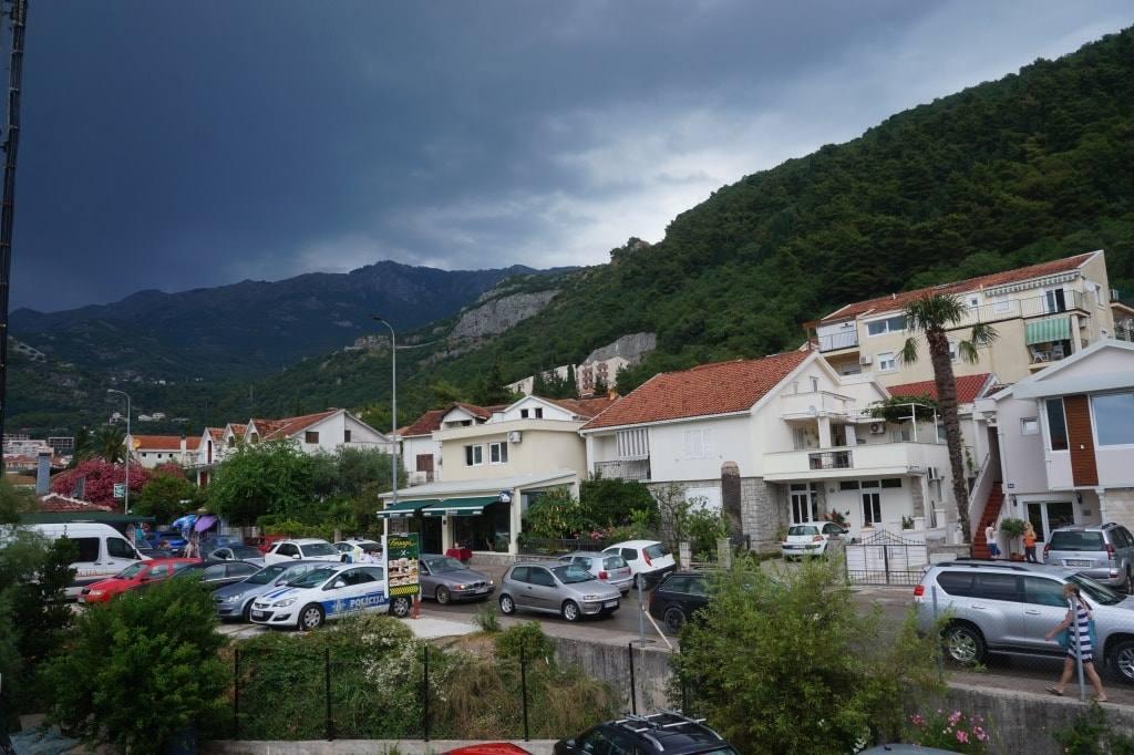 дождь в Черногории темные небеса