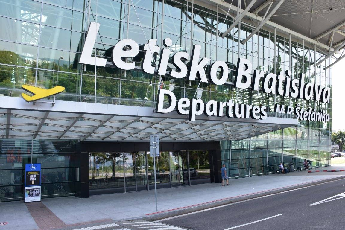Аэропорт Братиславы: как доехать в город или сразу укатить в Вену.