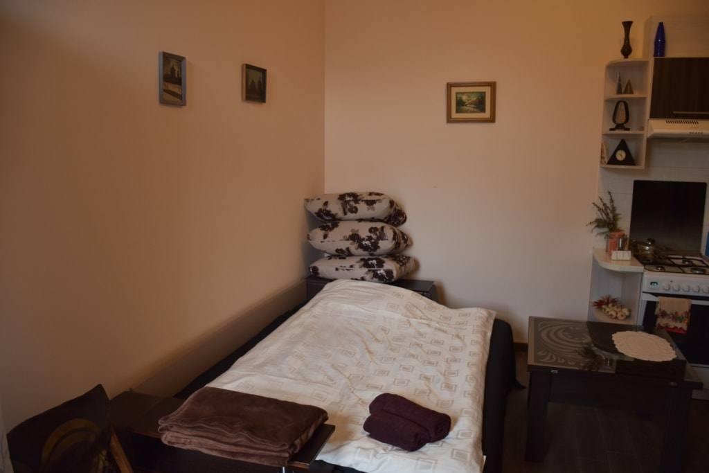 """Наша квартира во Львове: польская плитка, зеркало для коленей и """"Секс Сценарии""""."""