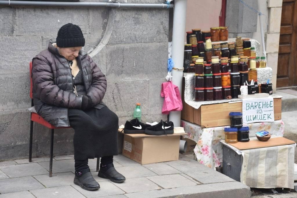 babushka-prodavec
