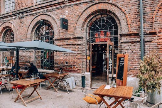 kafe-v-zdanii-fabriki