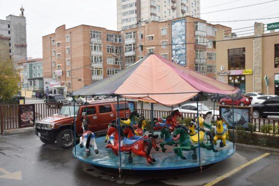 karusel-vozle-doma