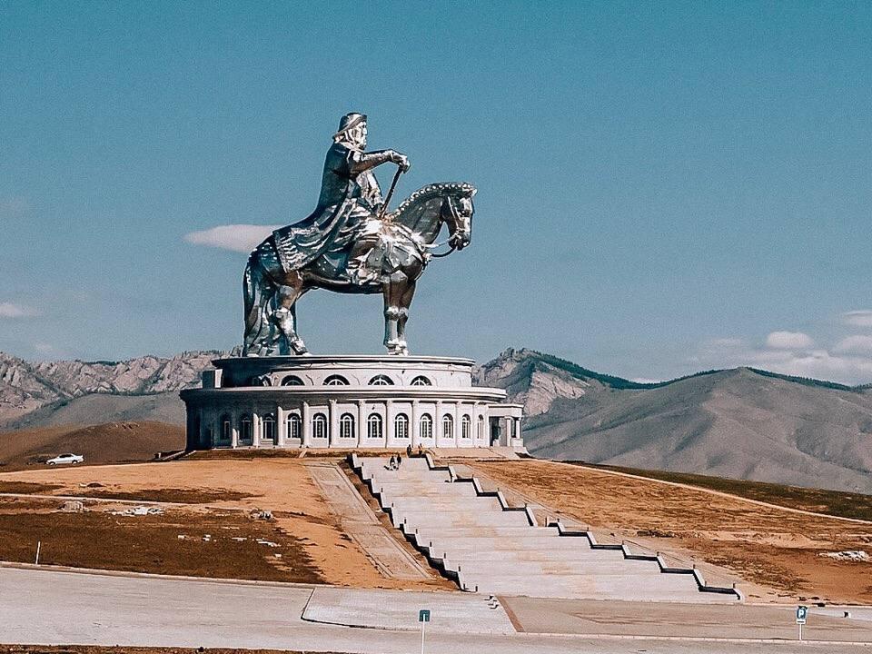 dostoprimechatelnosti-mongolii