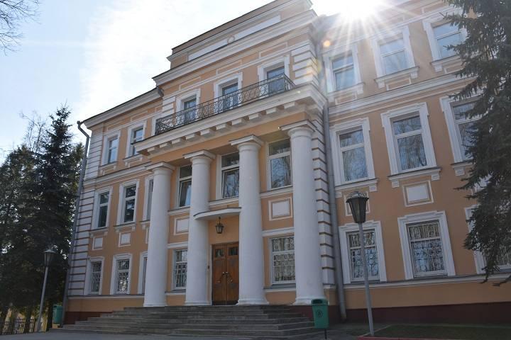 gubernatorskij-dvorec