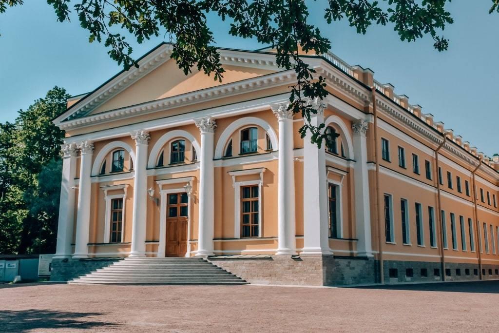aleksandrovskiy-dvorec-pushkin