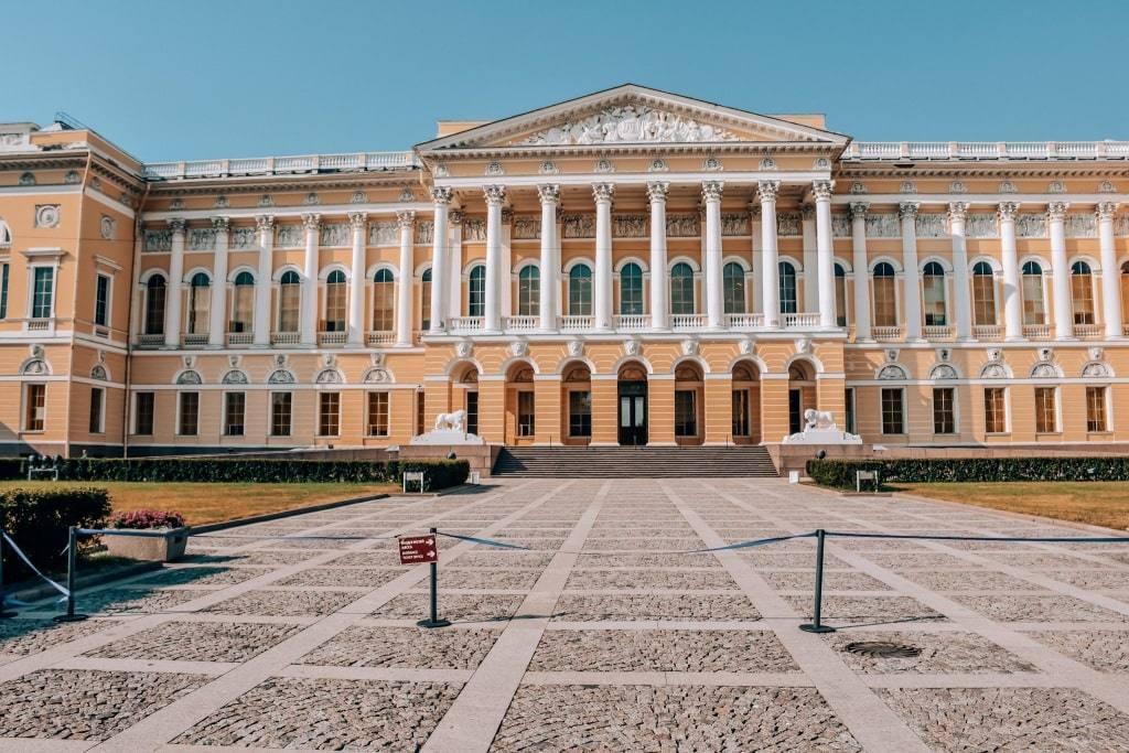 mihajlovskiy-dvorec
